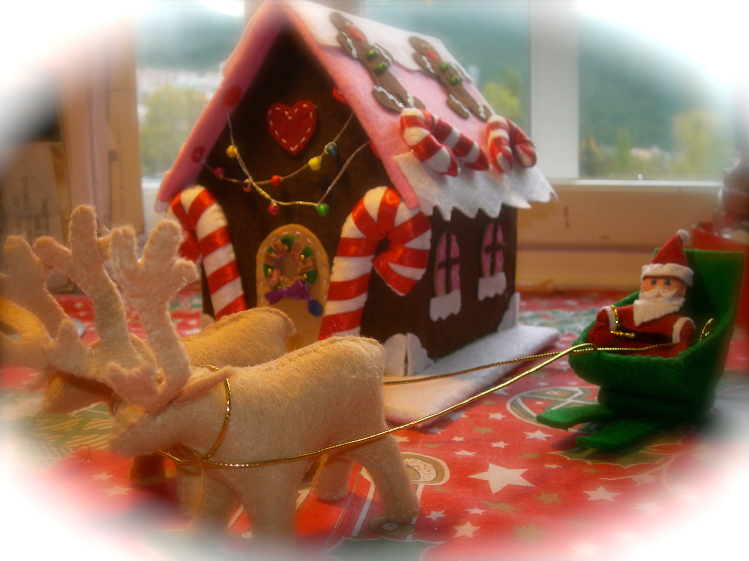 dilara kontis beautiful gingerbread house scene really grabbed our attention while it looks like a tricky job she told us that the project was far from - Gingerbread Christmas Decorations Beautiful To Look
