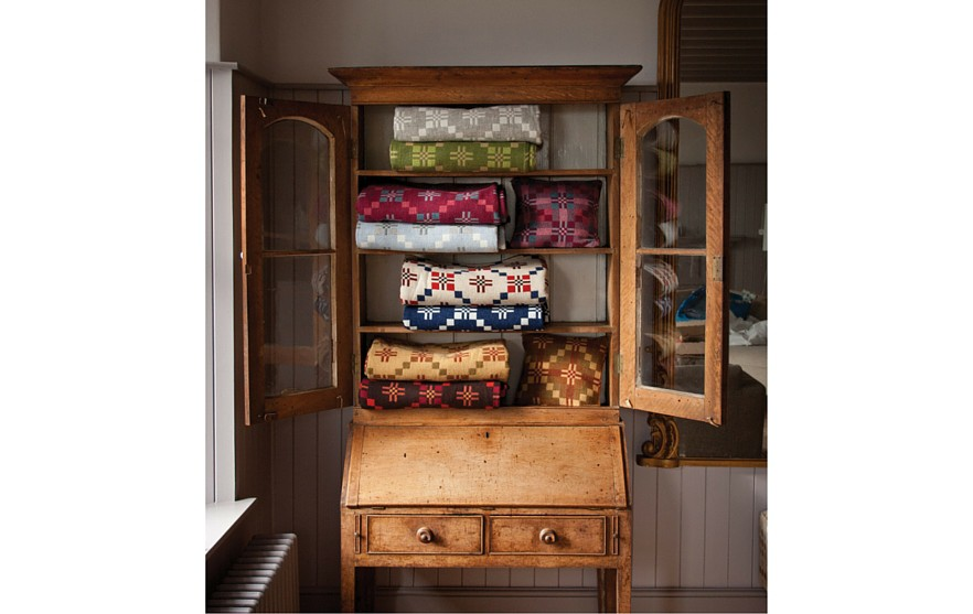 cupboard 882